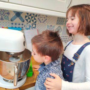 EDS UK Bake-In Elsa and Barney cake 1